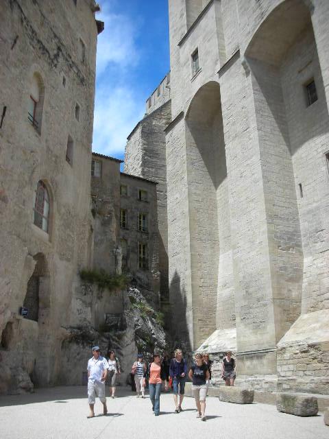 Avignon%20-%20by%20Papal%20Palace.jpg