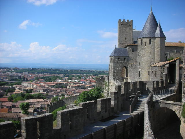 Carcassonne%20-%20new%20and%20old%20cities.jpg