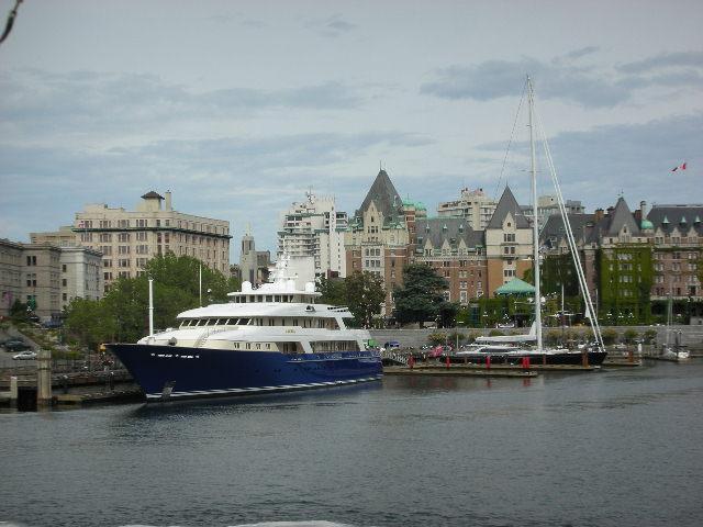 Fancy%20boats%20in%20harbor.jpg