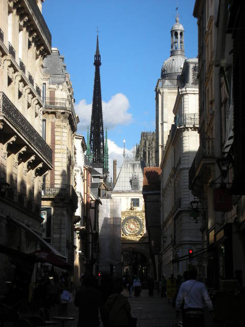 Rouen%20-%20street%20and%20horloge.jpg