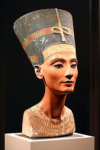 Nefertiti Bust 2.jpg
