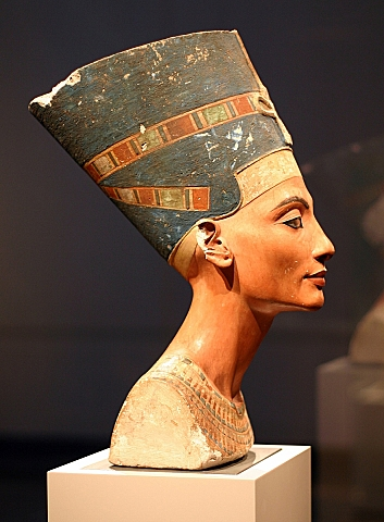 Nefertiti Bust.jpg