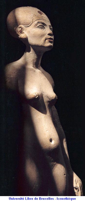 Nefertiti Statue 34.jpg