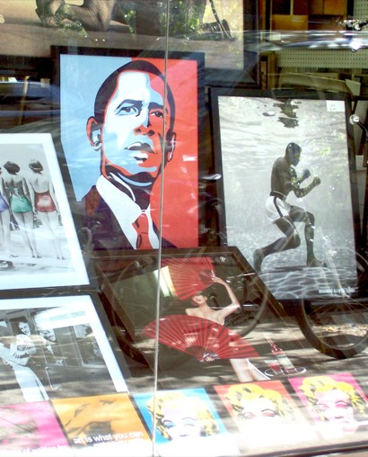obama_portrait_in_gallery_window02.jpg